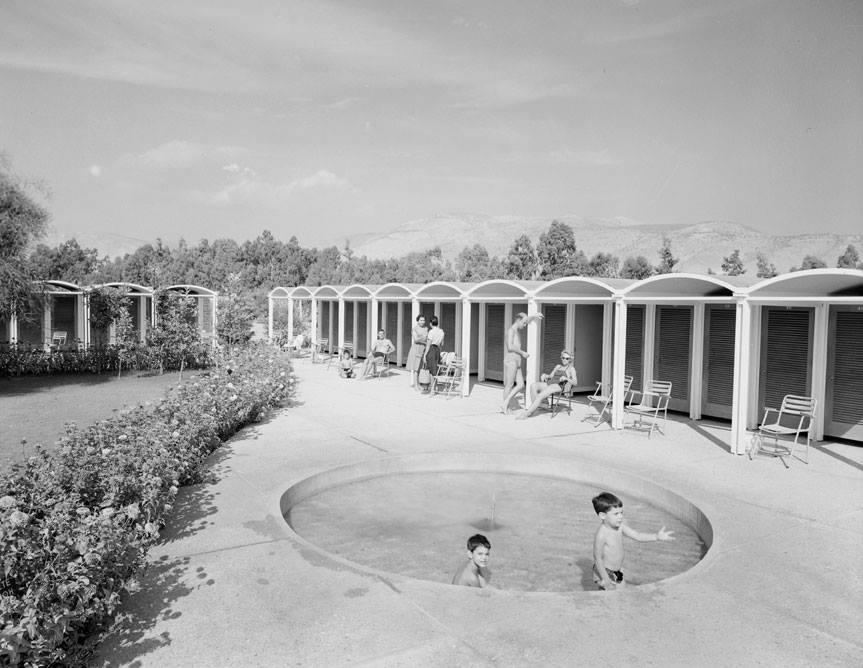 width= Όταν οι Αθηναίοι έκαναν μπάνιο στα Αστέρια Γλυφάδας