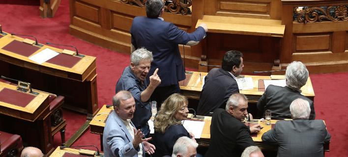 Αγριοι καβγάδες στη Βουλή για τις οffshore