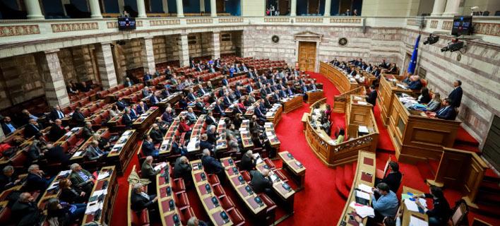 Ψηφίστηκε ομόφωνα η ακύρωση της μείωσης συντάξεων/ Φωτογραφία: EUROKINISSI- ΓΙΩΡΓΟΣ ΚΟΝΤΑΡΙΝΗΣ