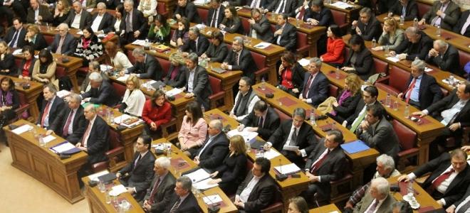 Αντάρτικο βουλευτών ΝΔ και ΠΑΣΟΚ στο παρά πέντε της συμφωνίας