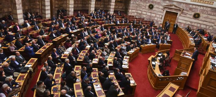 Με 152 «ναι» ψηφίστηκε στη Βουλή ο προϋπολογισμός του 2017