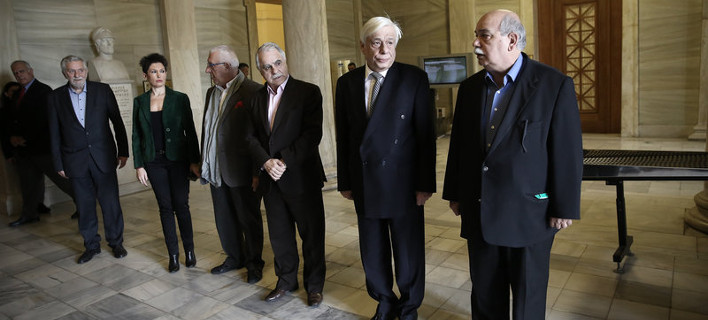 «Επιπλέει στα κοστούμια του ο Βούτσης» -Η νέα, αδυνατισμένη εμφάνιση του Προέδρου της Βουλής [εικόνες] /Φωτογραφία: Intime News
