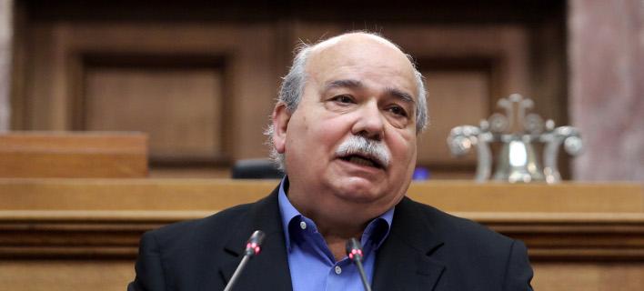 Βούτσης: Εμμονές του Σόιμπλε -Στέλνει μήνυμα σε Μακρόν, ΔΝΤ, ΕΚΤ μέσω Ελλάδας