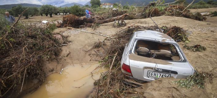 Πολλά αυτοκίνητα καταστράφηκαν (Φωτογραφία: MOTIONTEAM/ΦΑΝΗ ΤΡΥΨΑΝΗ)