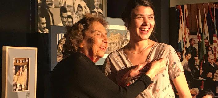 Στην Ιωάννα Κολλιοπούλου η καρφίτσα της Μελίνας Μερκούρη [εικόνες]