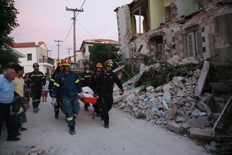 Αποτέλεσμα εικόνας για σεισμός σπίτι βρισα γυναικα