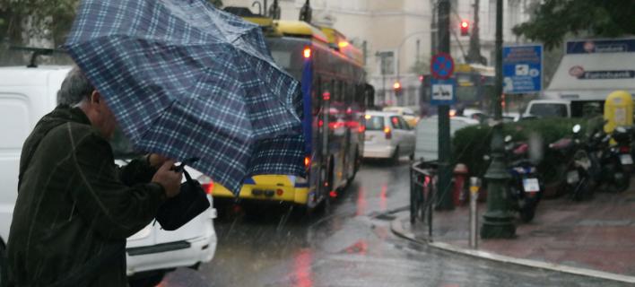 Προβλήματα από τη βροχή στους δρόμους της Αθήνας -Πού έχει μποτιλιάρισμα