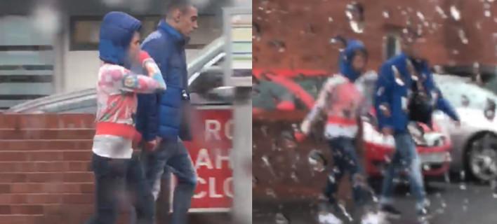 Το ζευγάρι στη βροχή που έγινε viral, Φωτογραφία: FACEBOOK/JAKE SHANNON