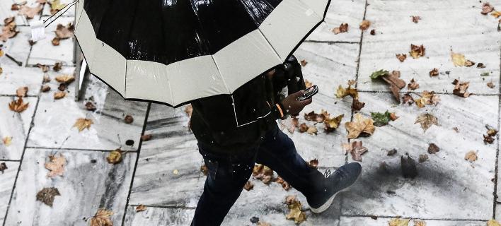 Κακός ο καιρός την Κυριακή: Καταιγίδες, χιόνια και πτώση θερμοκρασίας