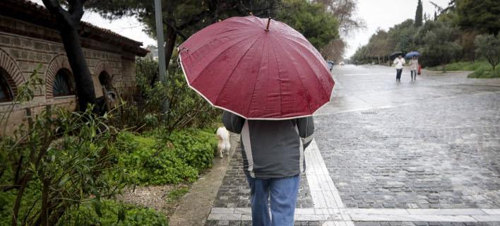 Συνεχίζονται οι βροχές την Τρίτη (Φωτογραφία: EUROKINISSI/ΓΙΑΝΝΗΣ ΠΑΝΑΓΟΠΟΥΛΟΣ)