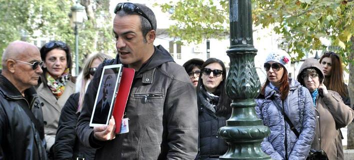 Ο Τάσος Παπαδόπουλος ξεναγεί την ομάδα