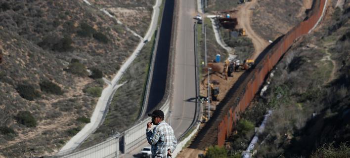 Τμήμα του συνοριακού τείχους απέναντι από την Τιχουάνα στην Καλιφόρνια (Φωτογραφία: AP/Moises Castillo)