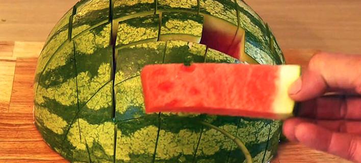 Πώς να φάτε ένα καρπούζι -Το βίντεο έγινε viral