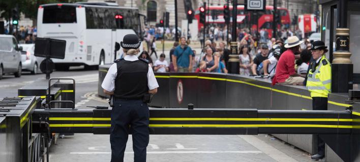 Independent: Το περιστατικό στο Ουεστμίνιστερ δεν είναι τρομοκρατικό χτύπημα (Φωτογραφία: Stefan Rousseau/PA via AP)