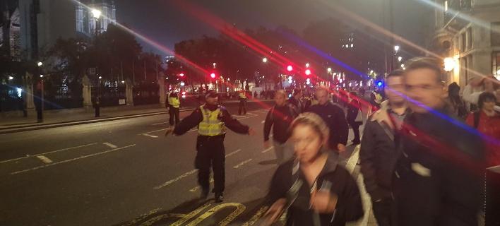 Αποκλείστηκε η περιοχή γύρω από το βρετανικό κοινοβούλιο (Φωτογραφία: Twitter)