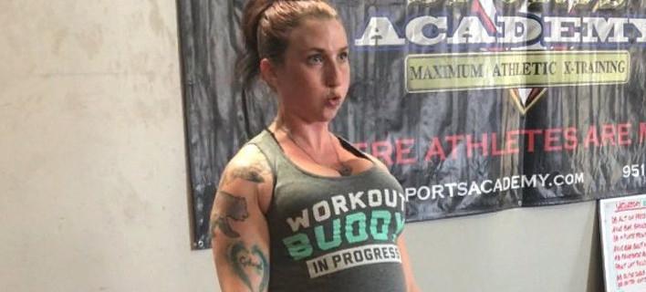 Θύελλα αντιδράσεων με έγκυο 8 μηνών που σηκώνει 125 κιλά στο γυμναστήριο [βίντεο]