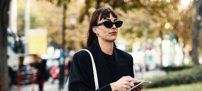 Μια γυναίκα με μαύρα γυαλιά, Φωτογραφία: Shutterstock