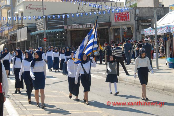 Αποτέλεσμα εικόνας για Παρέλαση με μαντίλες στην Ξάνθη»