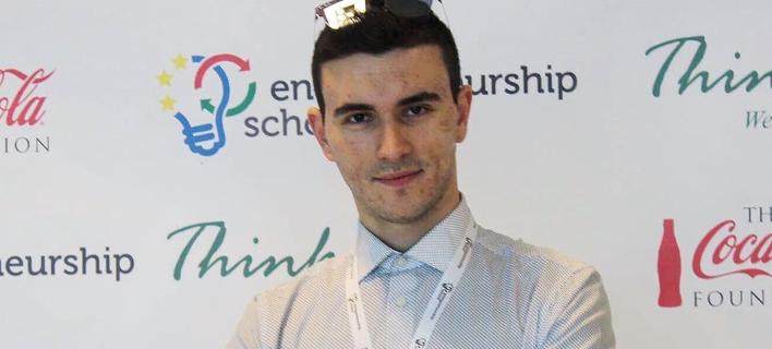 Ελληνας φοιτητής επιλέχθηκε στην ακαδημία της Apple -Είναι πιο δύσκολη και από το Harvard [εικόνες]
