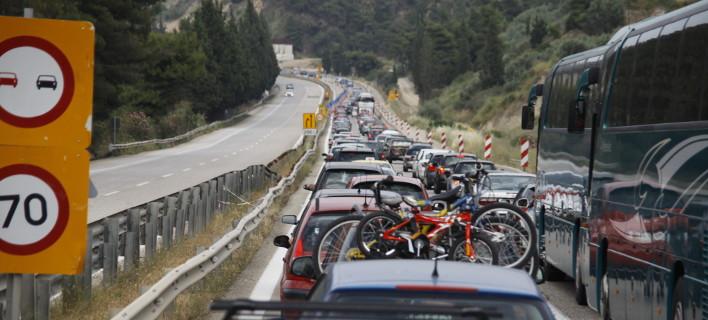 Κυκλοφοριακό χάος στις εξόδους της Αθήνας -Φεύγουν οι πρώτοι εκδρομείς