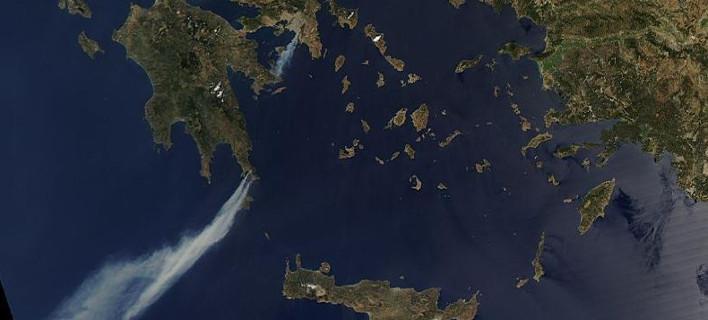 Φωτογραφία από τον δόρυφορο: «Καπνίζει» η Ελλάδα από τις πυρκαγιές [εικόνα]
