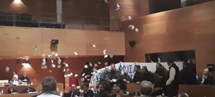 «Ντου» της Χρυσής Αυγής στο Δημοτικό Συμβούλιο Θεσσαλονίκης! (Βίντεο)