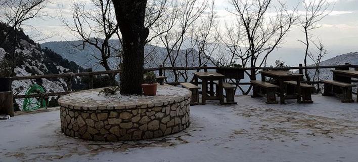 Επιτέλους χιόνι στην Αττική -Το έστρωσε στην Πάρνηθα [εικόνες & βίντεο]