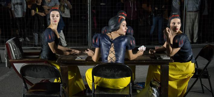 Η εικαστική performance με τίτλο Snow White (Φωτογραφία: IntimeNews)