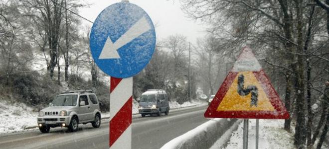 χιόνια, χιονόπτωση, Λεωφόρος Πάρνηθος, τελεφερίκ, εκχιονιστικά μηχανήματα, απαγο