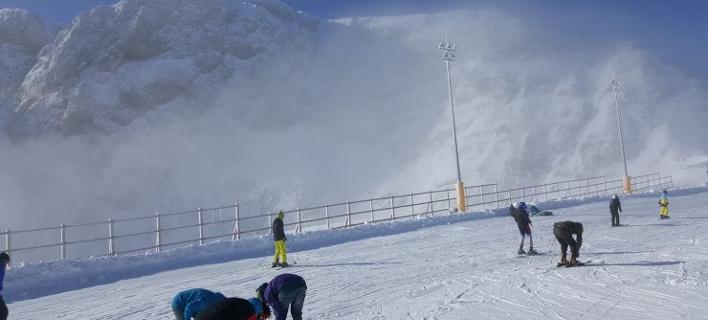 Στα λευκά ο Παρνασσός -Γέμισε κόσμο το χιονοδρομικό κέντρο [εικόνες]