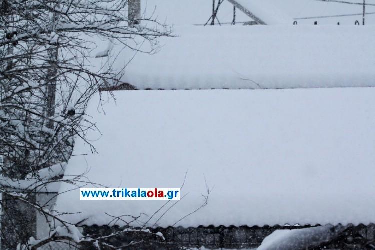 Στους 30 πόντους το χιόνι στα Τρίκαλα