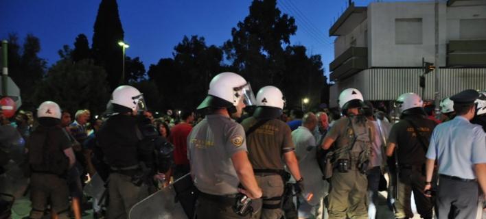 Χίος: Ενταση σε συγκέντρωση κατά των προσφύγων -Χρήση χημικών από τα ΜΑΤ