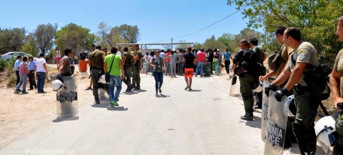 Αστυνομικός τραυματίστηκε από πετροπόλεμο στο hotspot της Χίου -Ξεσηκώθηκαν για το φαγητό οι πρόσφυγες