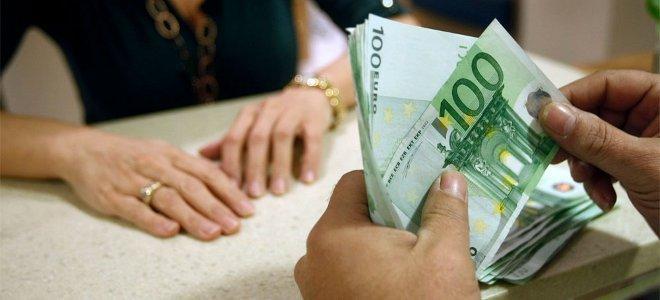 Η Τρόικα απαιτεί αυτόματη χρέωση των τραπεζικών λογαριασμών των οφειλετών