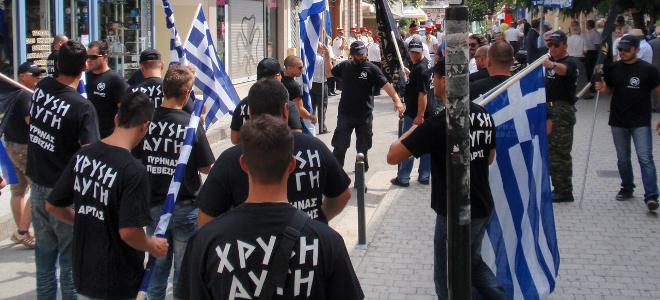 Ενταση μεταξύ ΠΑΜΕ-Χρυσής Αυγής: Συνθήματα, παραγγέλματα και ναζιστικός χαιρετισ