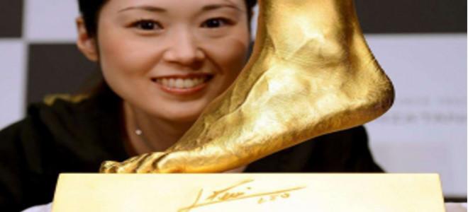 Το διάσημο αριστερό πόδι του Μέσι από χρυσό - Πωλείται αντί 5,25 εκατ. δολαρίων!