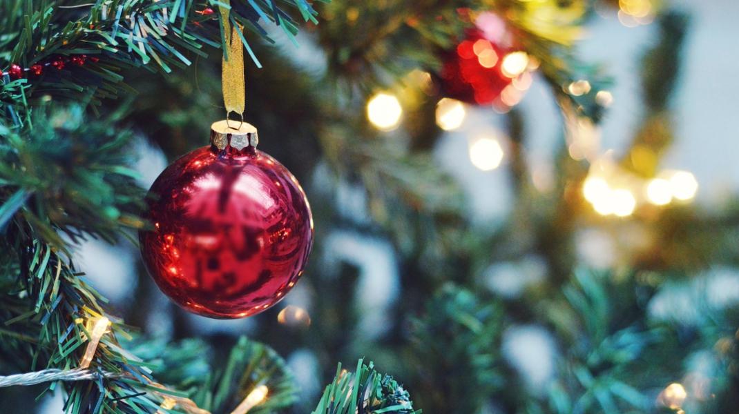Η ομάδα του iefimerida.gr σας εύχεται Χρόνια Πολλά και Καλά Χριστούγεννα!