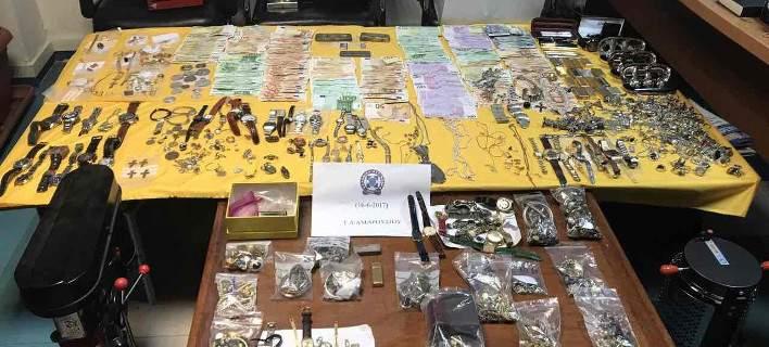 Βρήκαν κλεμμένο θησαυρό ανεκτίμητης αξίας σε διαμερίσματα στο Χαλάνδρι