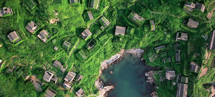 Οταν η φύση καταπίνει τον πολιτισμό: Χωριά και αυτοκίνητα τυλιγμένα στα φυτά [εικόνες]