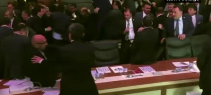 Η καμπάνια υπέρ του Brexit παραποίησε βίντεο με ξύλο από το τουρκικό κοινοβούλιο