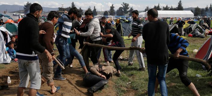 Ειδομένη: Πρόσφυγες με λοστούς και μαχαίρια – Απείλησαν δημοσιογράφους