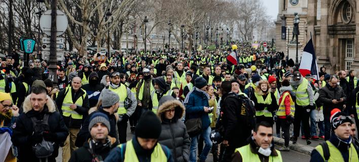Νέες κινητοποιήσεις από τα κίτρινα γιλέκα (Φωτογραφία: AP Photo/Kamil Zihnioglu)