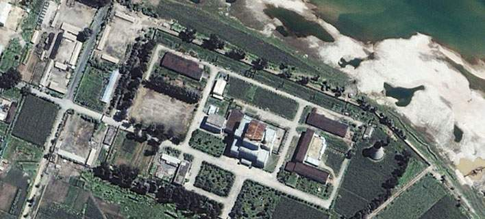 Δορυφορική φωτογραφία των πυρηνικών εγκαταστάσεων στη Γιονγκμπιόν (Φωτογραφία αρχείου: ΑΡ)