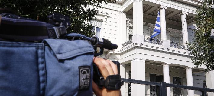 Εξω από το ΥΠΕΞ / Φωτογραφία: EUROKINISSI/ΓΙΩΡΓΟΣ ΚΟΝΤΑΡΙΝΗΣ