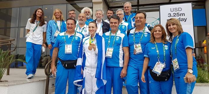 Η υποδοχή-έκπληξη για την Αννα Κορακάκη στο Ολυμπιακό χωριό [εικόνες & βίντεο]