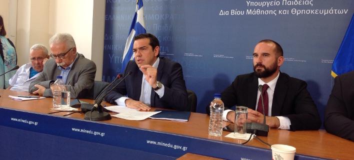"""Ο Αλέξης Τσίπρας δηλώνει: """"Θα καταργήσουμε τις πανελλήνιες"""" - Ποιες αλλαγές ανακοίνωσε για την Παιδεία"""