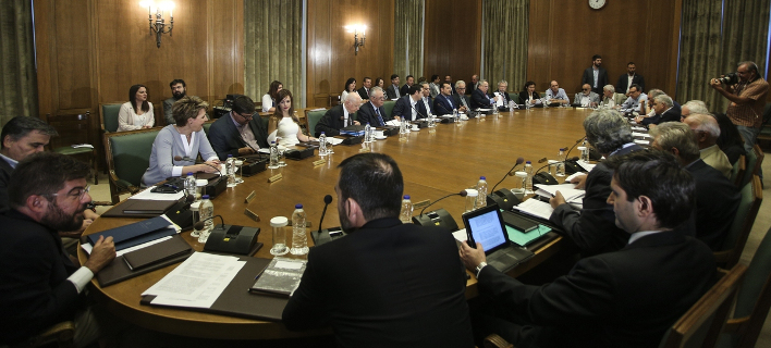 Το πρώτο υπουργικό μετά τις διακοπές συγκαλεί τη Δευτέρα ο Τσίπρας
