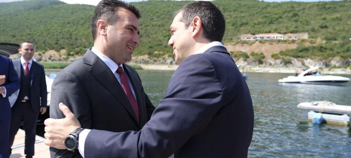 Ο Ζόραν Ζάεφ με τον Αλέξη Τσίπρα (Φωτογραφία:EUROKINISSI/ΓΡΑΦΕΙΟ ΤΥΠΟΥ ΠΡΩΘΥΠΟΥΡΓΟΥ/ANDREA BONETTI)