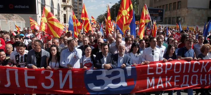 Δυτικοί ηγέτες και διπλωμάτες βάζουν πλάτη στον πρωθυπουργό της ΠΓΔΜ, Ζόραν Ζάεφ (Φωτογραφία: ΑΡ)