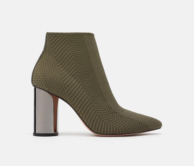 e5d7a3e8ddd 30 ευρώ ή 800; Οι μπότες των Zara και Celine μοιάζουν εκπληκτικά! [εικόνες